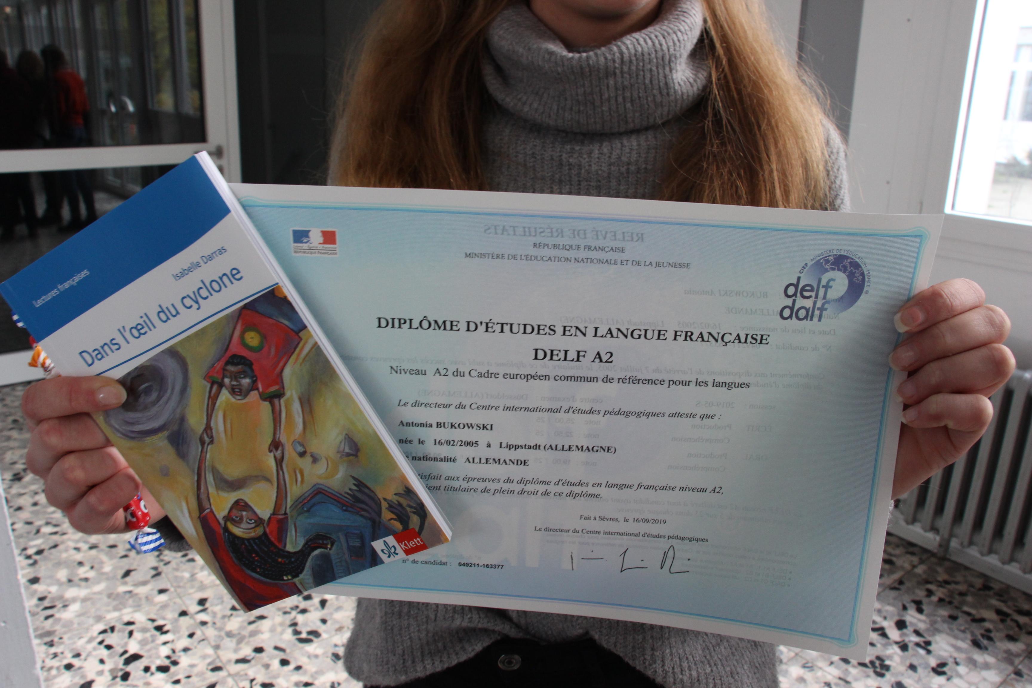 Antonias Zertifikat + kleines Buch